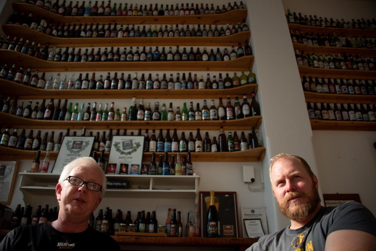 Jerker Dahlgren och Niklas Wallström på Ahlafors Bryggerier berättar motvilligt om det förgångna och vill mycket hellre prata om det som kommer.
