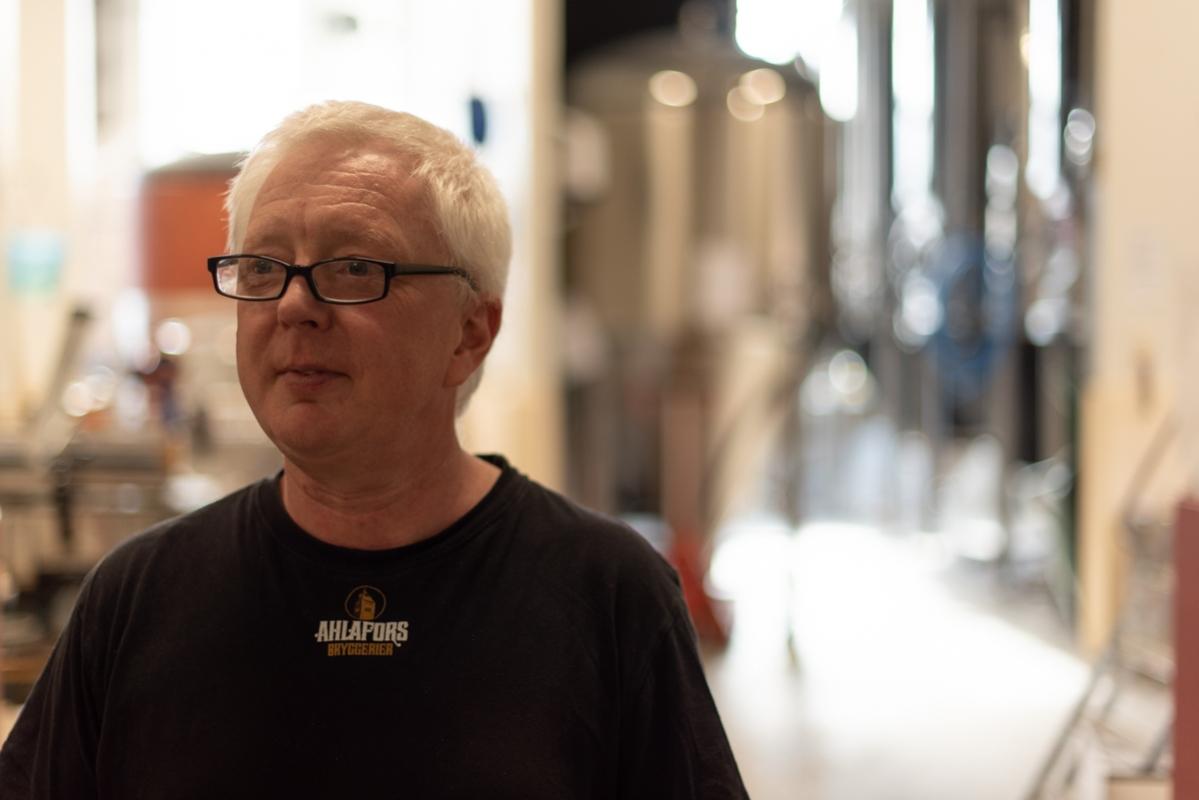 Jerker Dahlgren är en av de delägarna som kommer in och jobbar gratis på Ahlafors. Mycket av arbetet bygger på frivilliga insatser, även om man har en bryggare anställd på heltid.