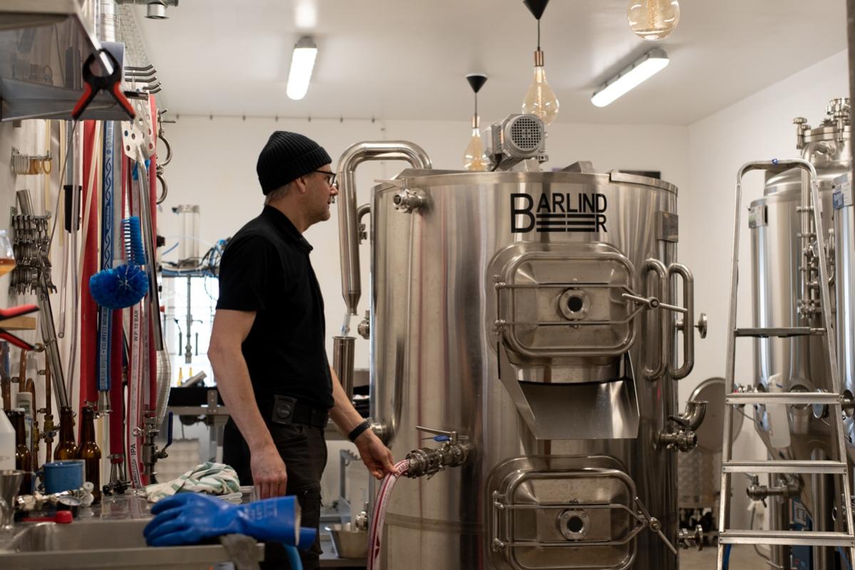 Skaffa dig nån som tittar på dig som Jonas Barlind tittar på sitt nya bryggverk ...