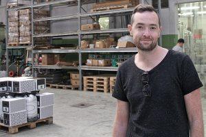 Adam Norman, en av bryggarna på Beerbliotek, berättar att burken blir allt viktigare för Beerbliotek.