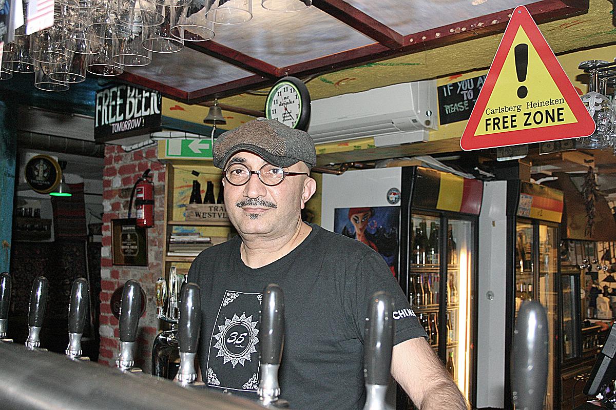 Foto: Ronny Karlsson. Reza Ganon är på väg att sälja Tre Små Rum.